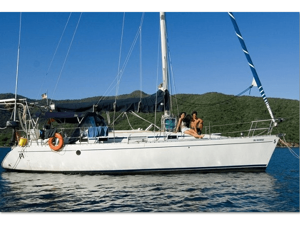 Beneteau 38 - anchored in san blas 2 600 x 450