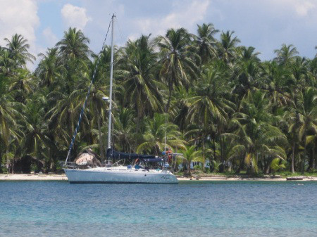 Beneteau 38 - anchored in san blas