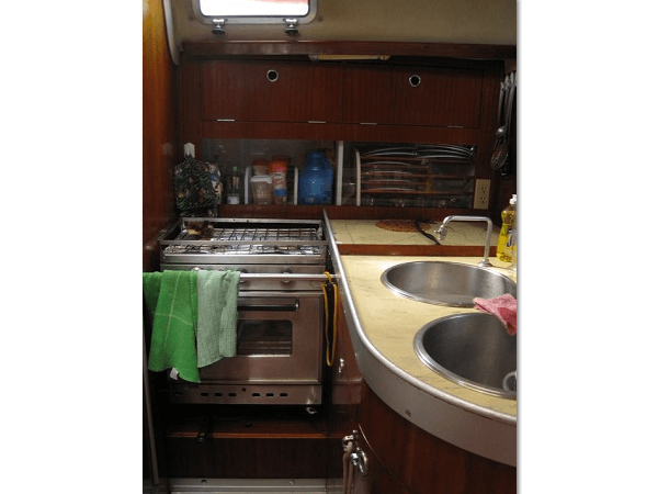 Beneteau 38 - kitchen 2