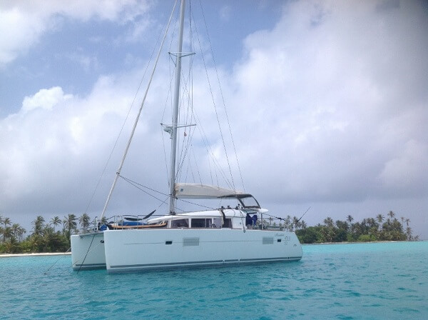 LAGOON 400 - anchored 600 x 448
