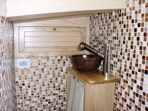 WOODEN SCHOONER - bathroom