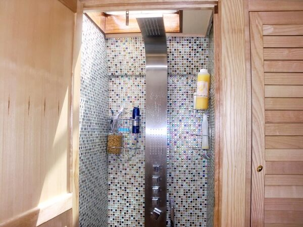 WOODEN SCHOONER - shower