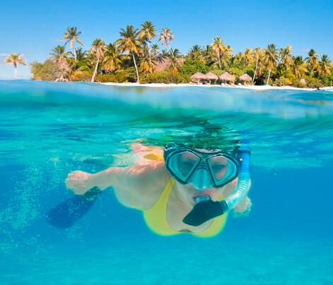 Woman snorkeling in san blas, Panama