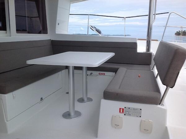LAGOON 400 - cockpit